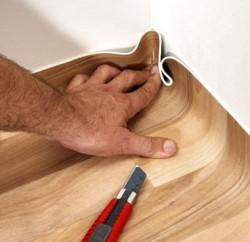 Стелим линолеум на деревянный пол: видео и пошаговая инструкция по укладке